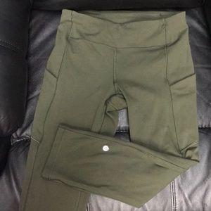 Lululemon Athletica Capri leggings 6 pockets T63